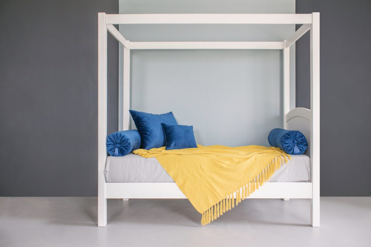 Picture of: Four Poster Bed With Headboard And Footboard The Room